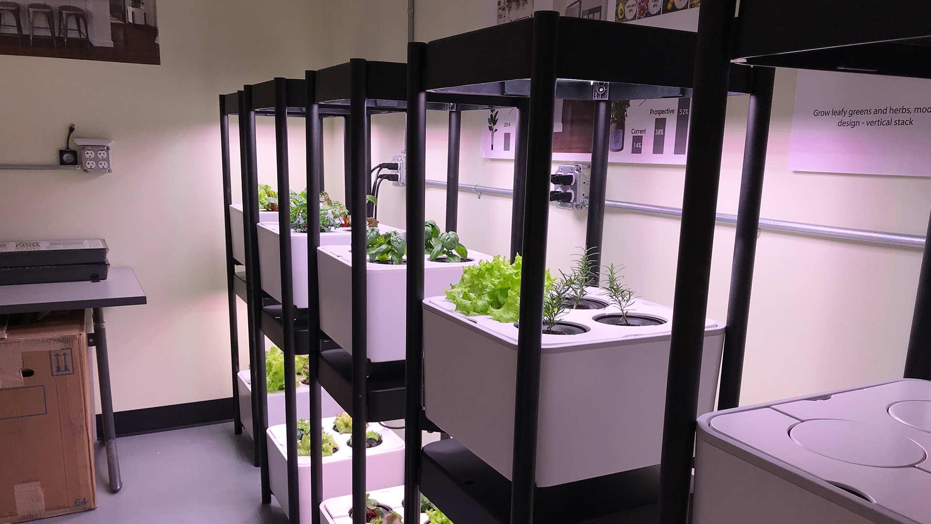 prioritydesigns_miracle-gro_indoor-growing_engineering_integrated-lighting-testing
